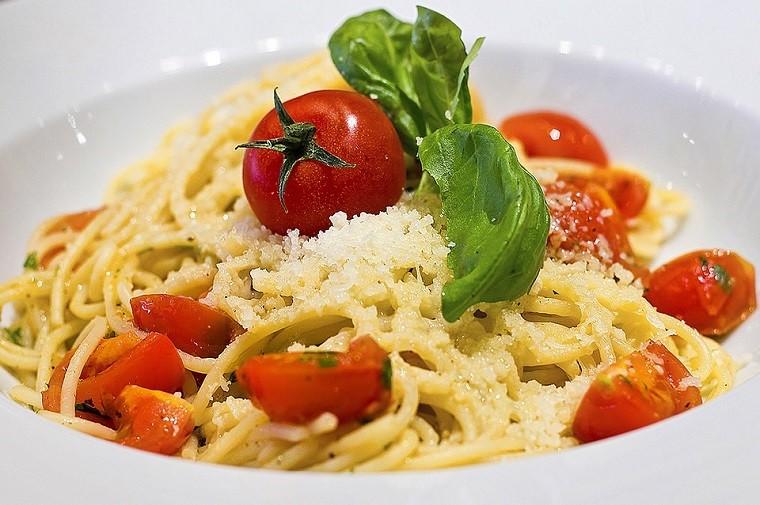 """Coldiretti lancia l'allarme: """"Nel mondo 100 miliardi falso cibo made in Italy"""""""