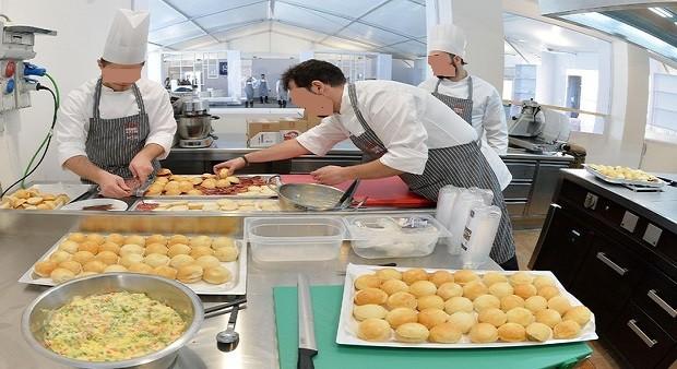 Salario minimo: impatto contratti, da cuochi a camerieri