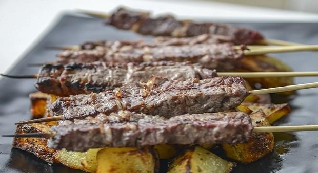 Carne a tavola per combattere il caldo, porchetta compresa