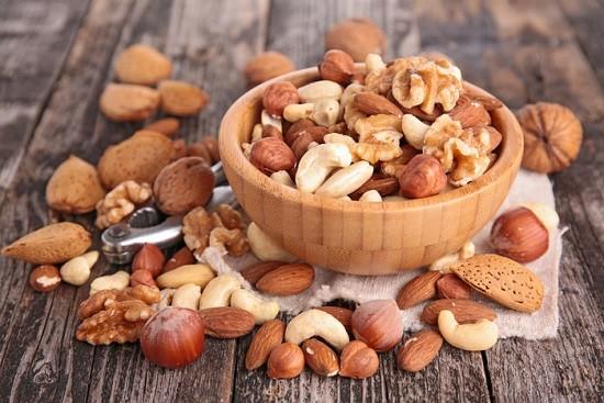 Poca frutta secca ogni giorno previene l'aumento di peso